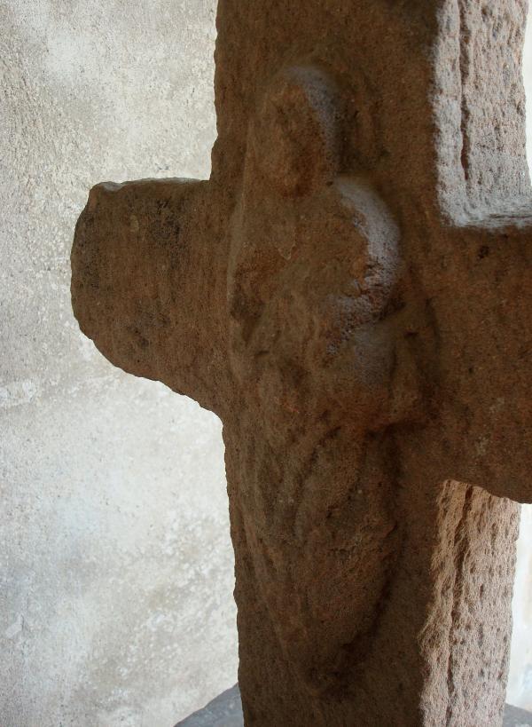 Ancienne protectrice des récoltes, au dos d'une croix, Monestiés