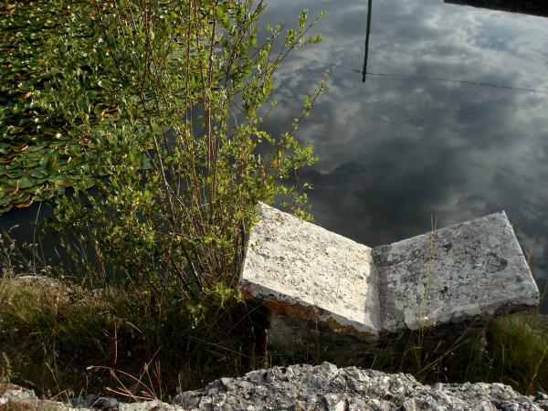 Lac St Namphaise et lavoir de Bach