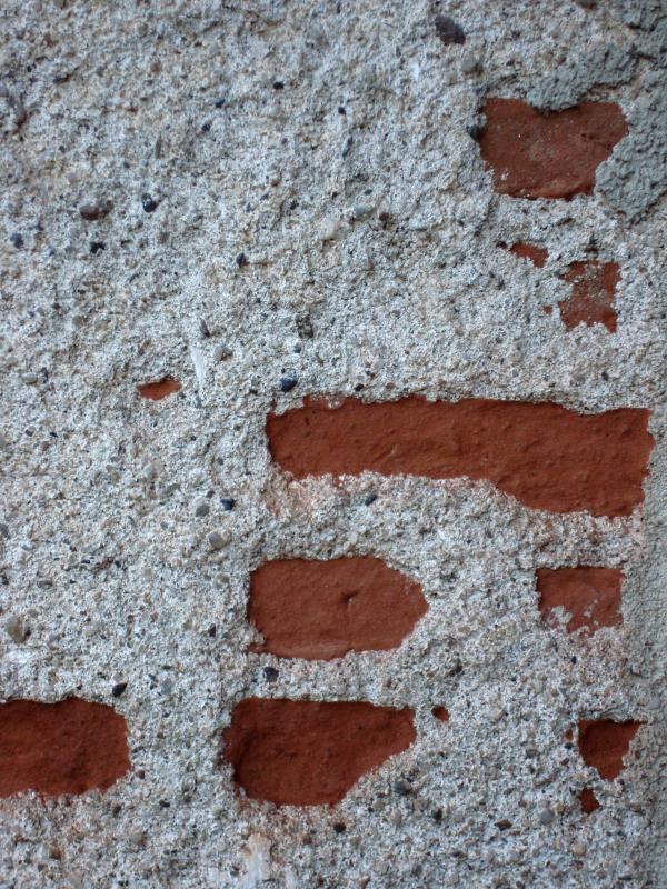 Sous le crépi, les briques