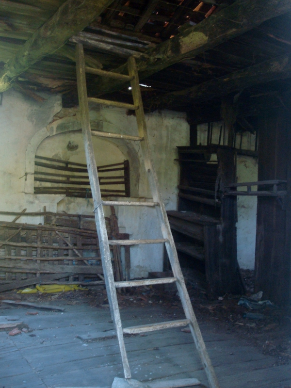 Ancienne maison à l'abandon près de Bach, dont les parties les plus récentes datent de 1853