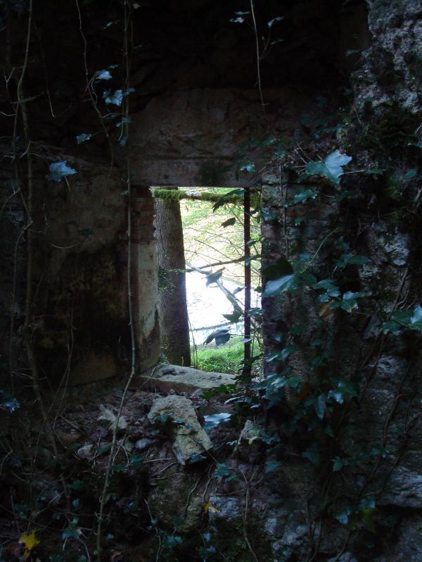 Fenêtre du vieux moulin au bord du Lot