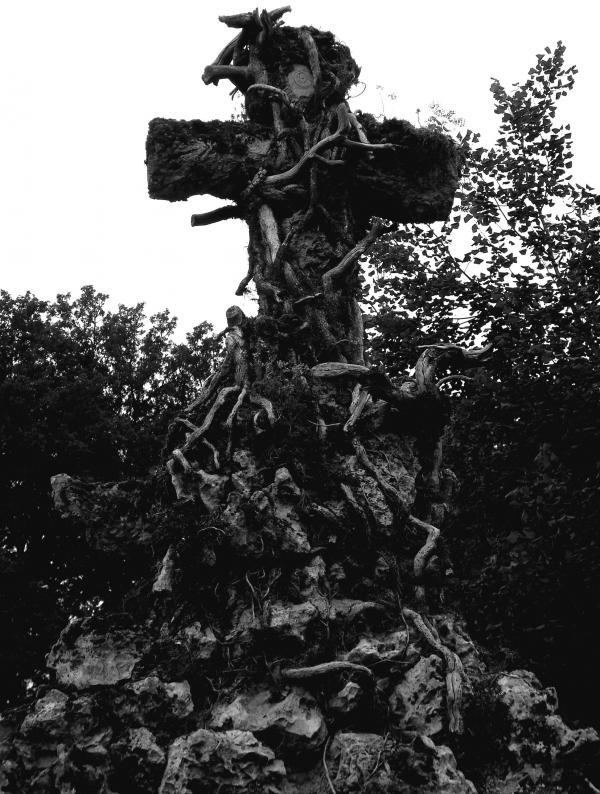 Etrangler la croix