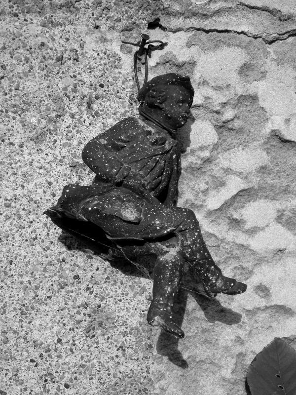 Au clou d'un mur à Azay-le-Rideau