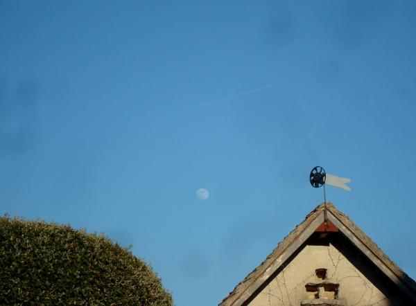 La lune et la girouette
