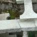 Quand un ancien lavoir sert de casse pour les croix