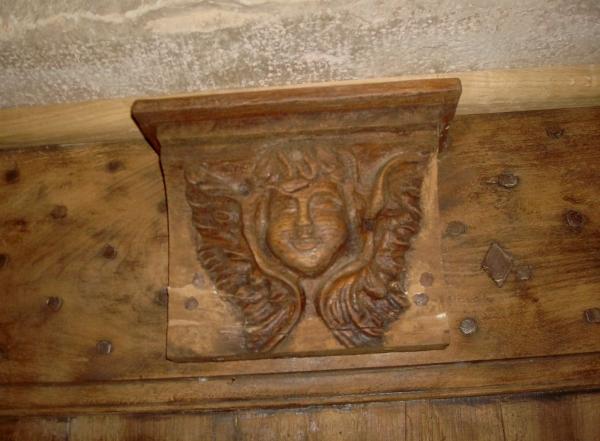 Au-dessus d'une porte de maison de St Antonin Nobleval