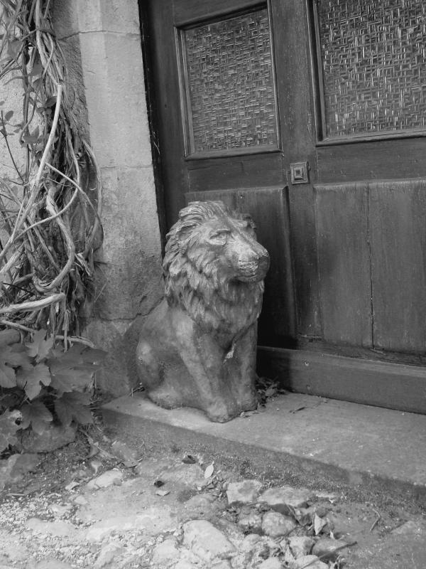 Gardien de seuil à Puycelsi