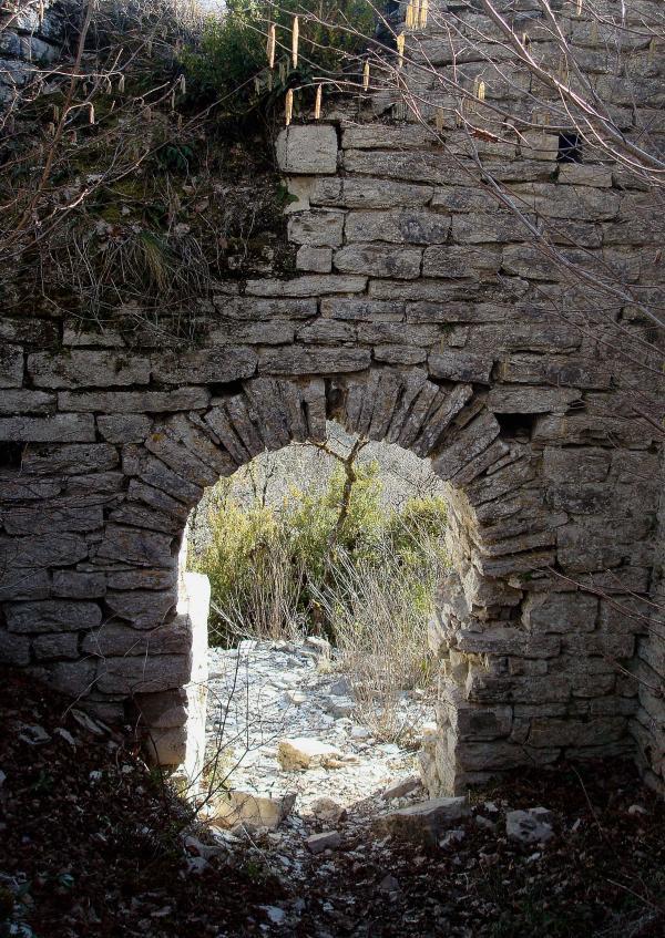 Abbaye en ruines du Lantouy
