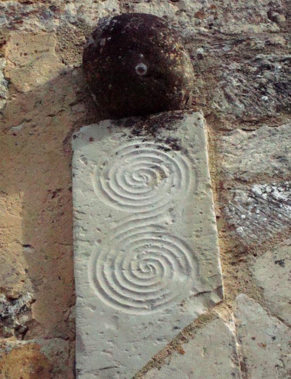 Spirales -Les Arques, Lot - mur extérieur de l'église