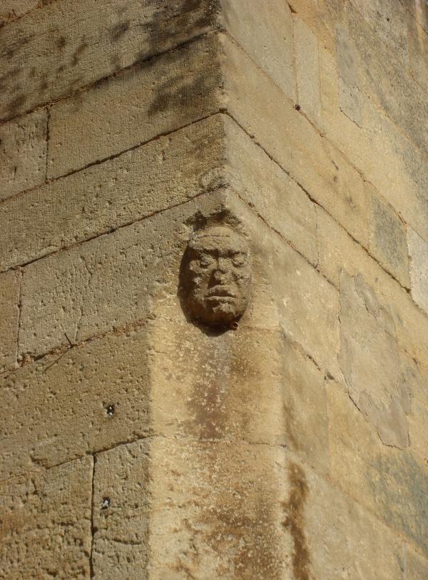 Gourdon - mur extérieur de l'église gothique Saint-Pierre