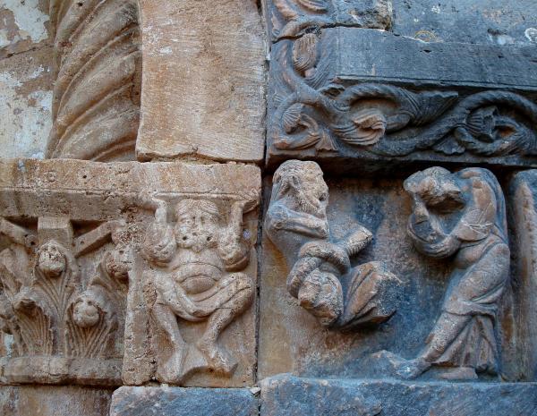 Portail roman de l'église de Blars (Lot)