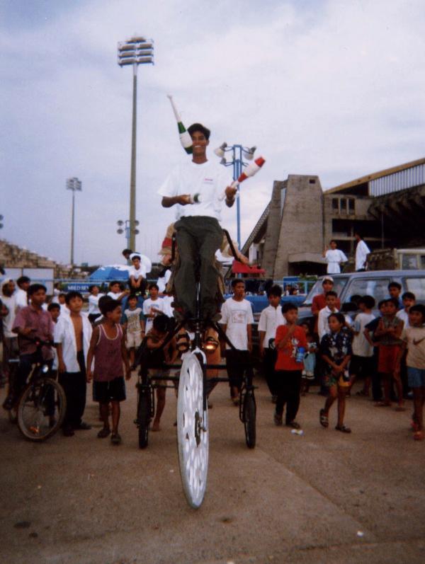 Plasticiens Volants et l'école de cirque de Phnom Penh - Cambodge - 1999