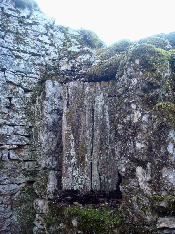 Ruines des Péates entre Escamps et Concots