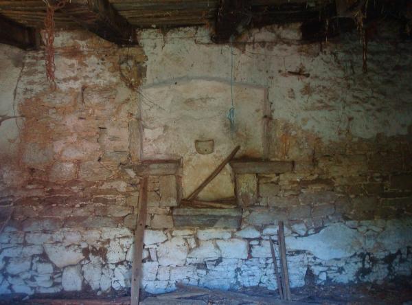 Ancienne maison à l'abandon près de Bach, partie la plus ancienne
